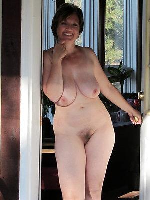mature girlfriend galleries posing nude