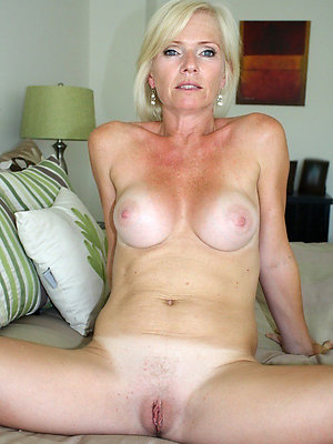 gorgeous mature girlfriend undisguised photo