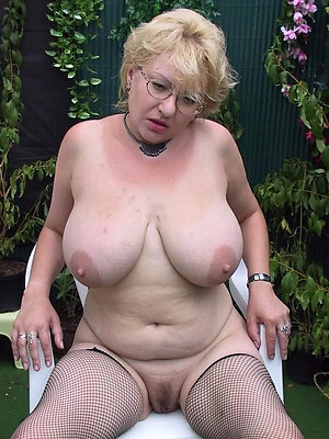free pics of nude women with glasses