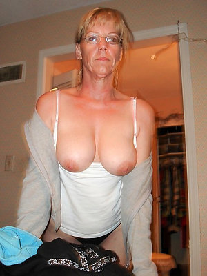 naked matures with glasses