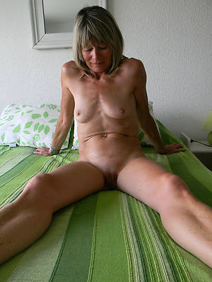 hotties mature women with small tits nude pics