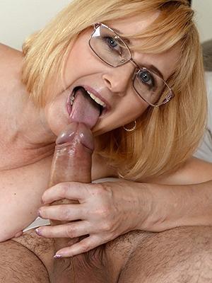 curvy mature become man handjob porn pics