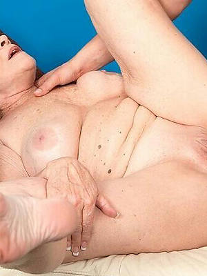 mature milf lose one's heart to stripped
