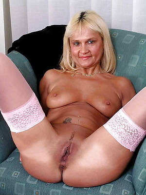 hotties matured shaved pussy nude picture