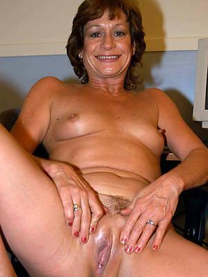 naked full-grown older women starkers
