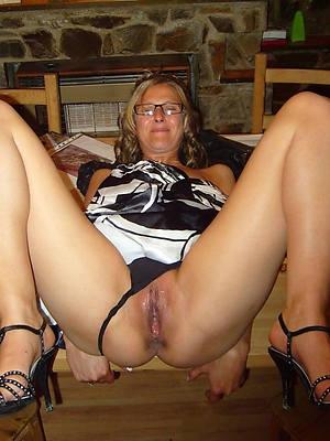 xxx easy naked mature women in glasses pics
