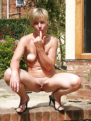 fantastic naked women outdoors porn pictures