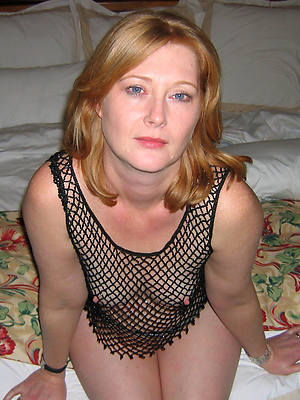 amateur wife mature posing stripped