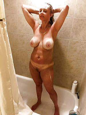 hotties women in the shower nude photos