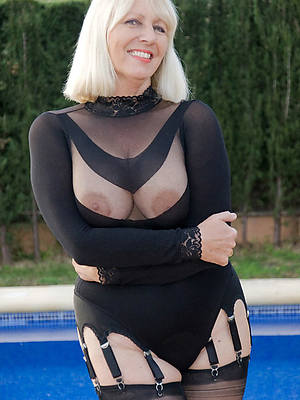 xxx of age woman in stockings pics