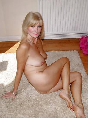 single mature ladies posing unvarnished