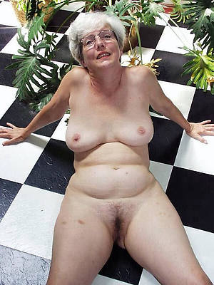 gorgeous older mature woman nude pictures