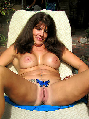 naked mature women respecting tattoos pictures