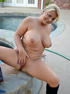 non-professional mature sluts have a crush on porn