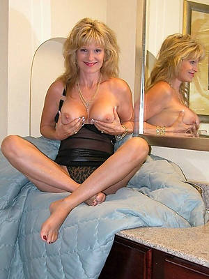 hotties inexpert mature mom porn pics
