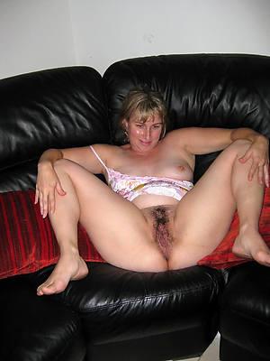 unshaved mature women cunt lips
