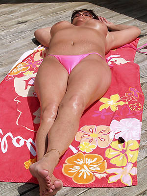 mature bikini babe cunt lips
