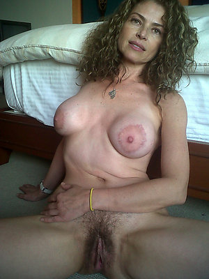Many hot mature nude selfies