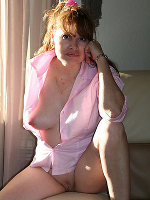 Hot naked mature wemon