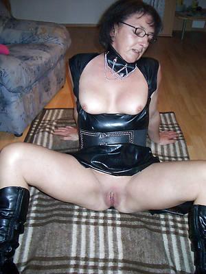 mature women in latex posing nude