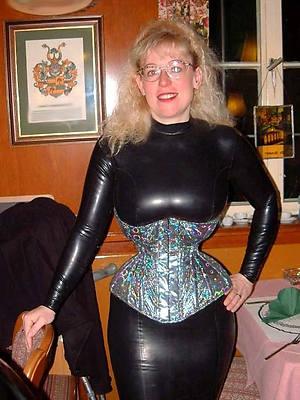 super-sexy mature latex mistress