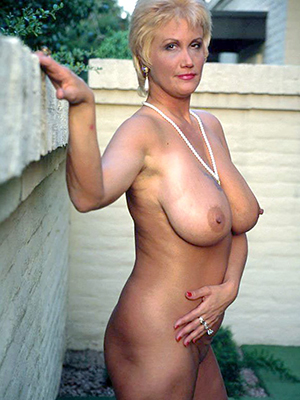 XXX hot grown-up mums nude