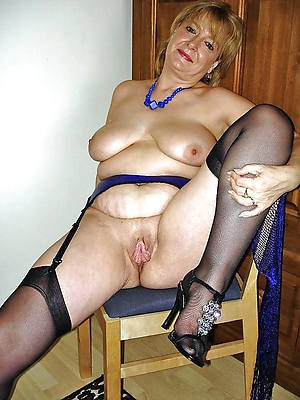 hotties mature bird in stockings pics