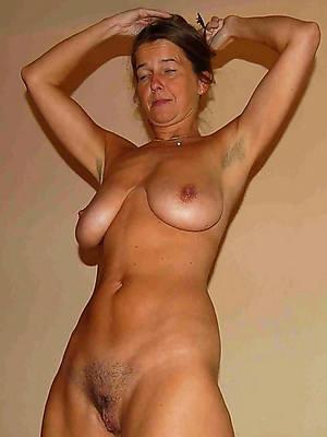 close up shop mature naked girlfriend