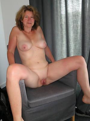 domineer amatuer mature 50 year old women nude pics