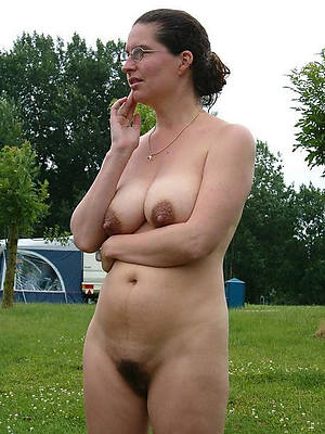 free mature outdoor naked porn pics