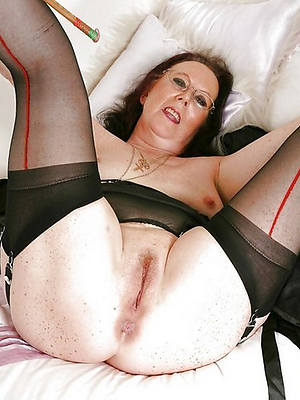 bosomy amatuer mature hairy cunt porn pictures