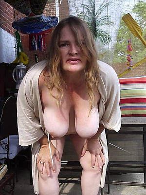 naught nude horny mature tits thumbs