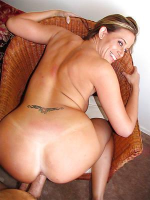 sexy mature round ass stripped