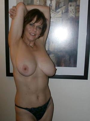 mature women big boobs posing nude