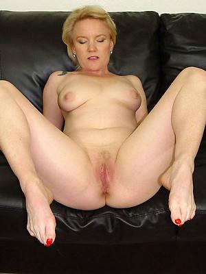 petite nude mature feet pictures