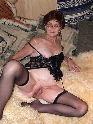unconditioned mature milf stockings pics