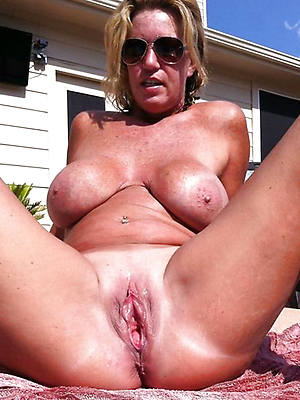 horny mature wife posing nude