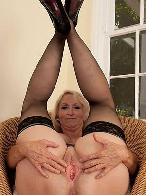 busty amatuer mature naked legs