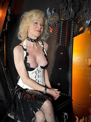 amateur mature ladies in latex tits pics