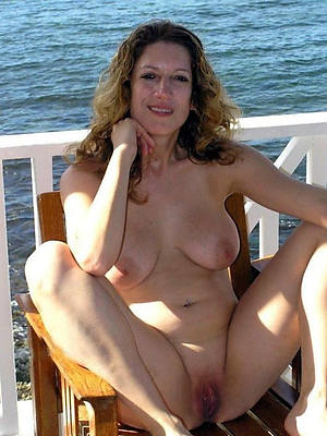 busty amatuer mature private pics