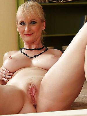 busty amatuer horny mature shaved pussy photos