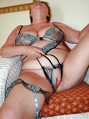 mature women in lingerie pics
