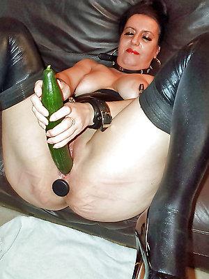 porn pics of mature women masturbation