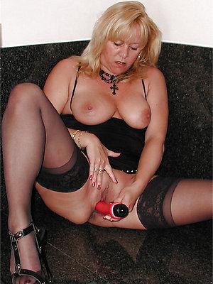 hotties grown up women masturbate