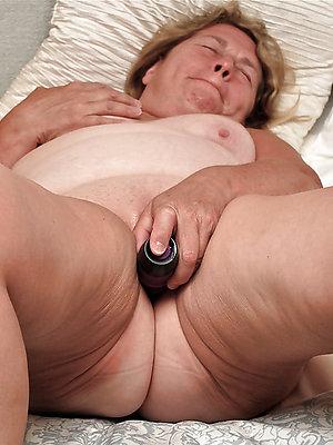 real mature women masturbate pics