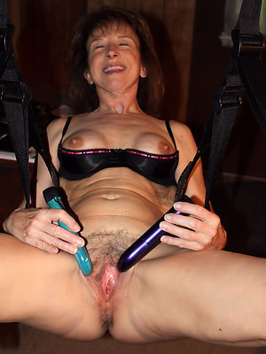 hotties mature milf masturbation pics