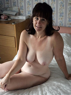 free pics of mature moms undress