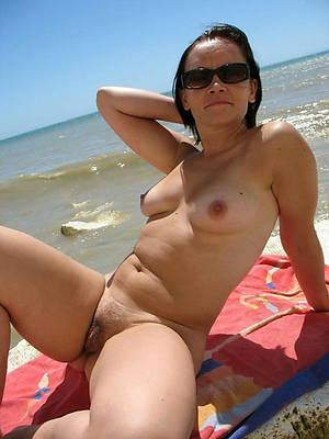 naked mature natural breasts stripped