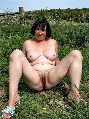 free mature outdoor posing nude
