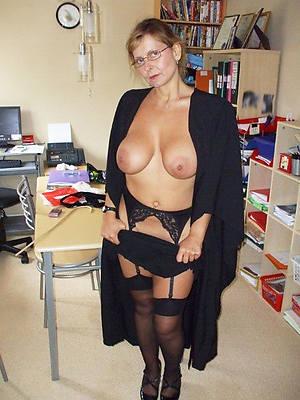 hot matures around glasses posing nude